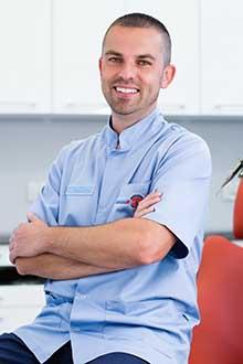 Lekarz stomatolog Grzegorz Gdula